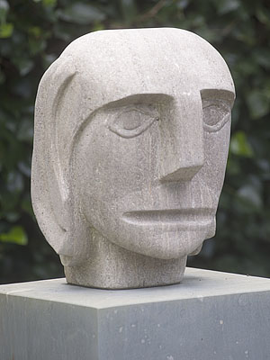 Sculpturen de ondernemer beeld in moeselkalksteen ad van den boom