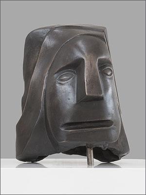 Sculpturen Oergevoel beeld in brons Ad van den Boom